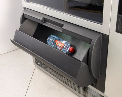 snackautomat necta-wittenborg tango , Waren-Ausgabe, Verkaufsautomaten Dhünn, Köln